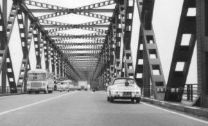 Algemene Verkeersdienst, Rijkspolitie, Groep Surveillance Autosnelwegen (SAS), 72-12-BP, brug bij Zaltbommel.