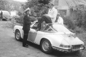 Algemene Verkeersdienst, Rijkspolitie, Porsche 911 targa, 25-29-PV, Alex 1295, Alex '71, Anne Hunze, Aad Bel, conferentie, Roel Knol.