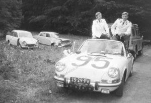 Algemene Verkeersdienst, Rijkspolitie, Porsche 911 targa, 25-29-PV, Alex 1295, Alex '71, Anne Hunze, Aad Bel, conferentie.