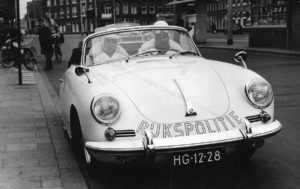 Algemene Verkeersdienst, sectie bijzondere verkeerstaken,, Rijkspolitie, Groep Surveillance Autosnelwegen (SAS), Alex 2708, HG-12-28, Henk van Tuyl, Dick Schat, Den Haag centraal.