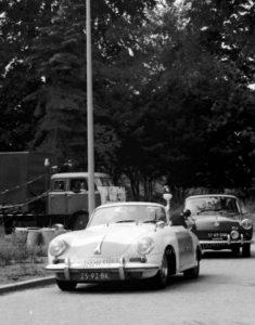 Sectie bijzondere verkeerstaken, Algemene Verkeersdienst, Rijkspolitie, Groep Surveillance Autosnelwegen (SAS), 25-92-BK, Volkswagen 1600, 12-49-DM.